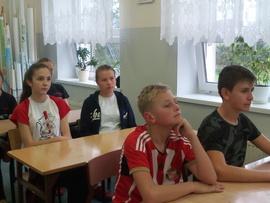 Galeria Jak uchronić się przed zagrożeniami płynącymi z Internetu?- pogadanka dla uczestników Młodzieżowej Drużyny Pożarniczej (trening przed zawodami strażackimi)