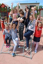 Galeria Pierwszoklasista aktywnie na placu zabaw z Panią Pinkos